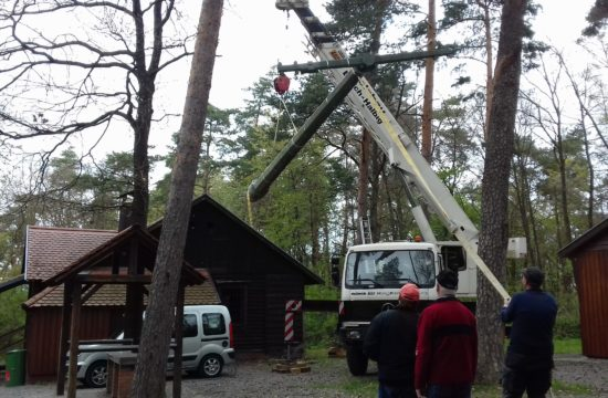 Aufbau Strommast